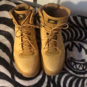 Nike Air-Nevist-6 boots